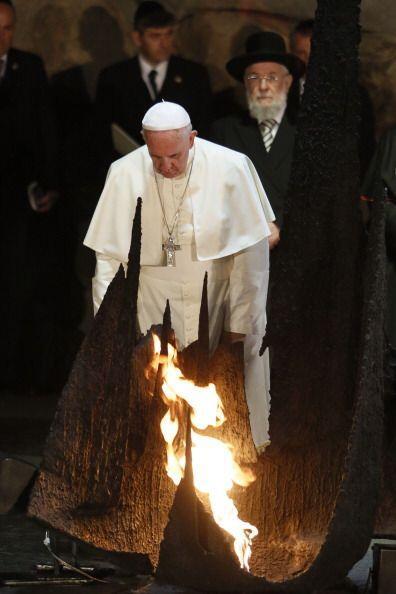 El rabino le llevó al recinto reservado para los hombres.