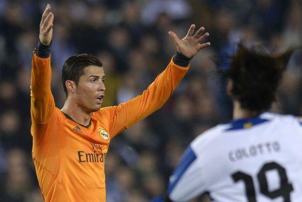 El delantero portugués no dudó en reclamar de forma airada...