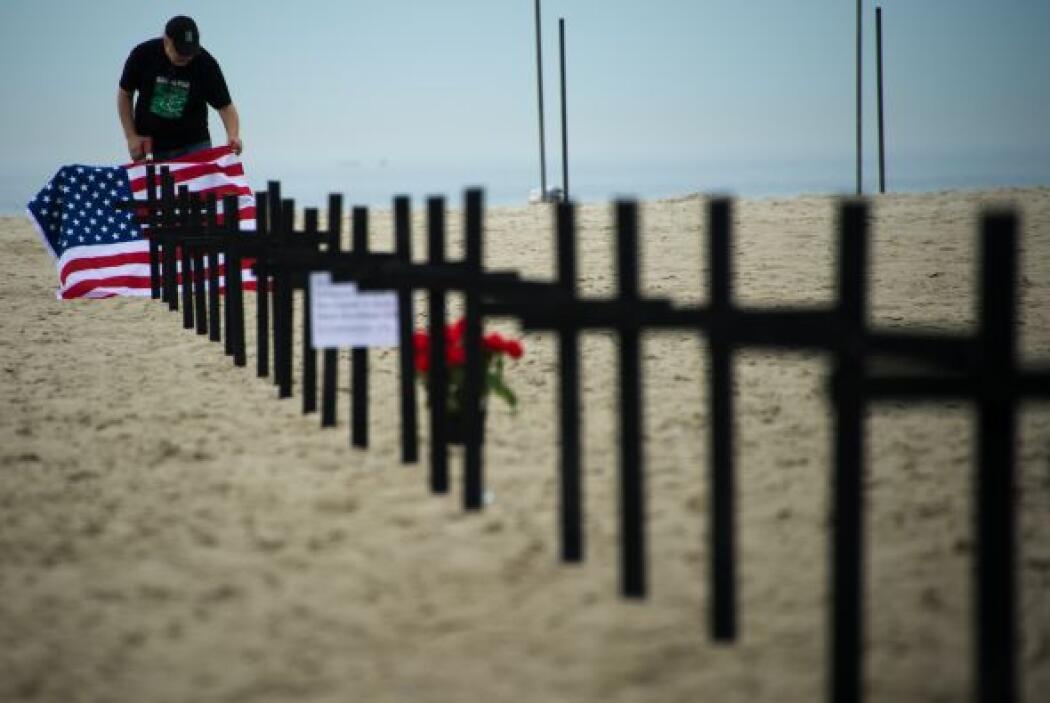 Los manifestantes, de la ONG Río de Paz, también instalaron en la playa...
