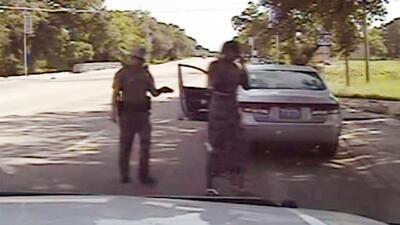 Revelador video de policía enfrentando a una afroamericana que luego mur...