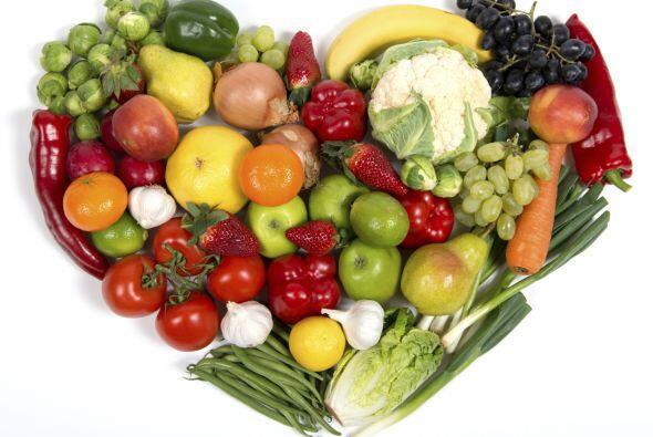 Procura consumir alimentos rojos como las remolachas y tomates, las zana...