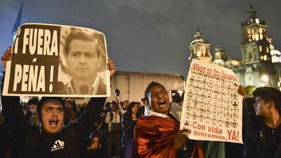 México conmemoró su Revolución marchando por Ayotzinapa