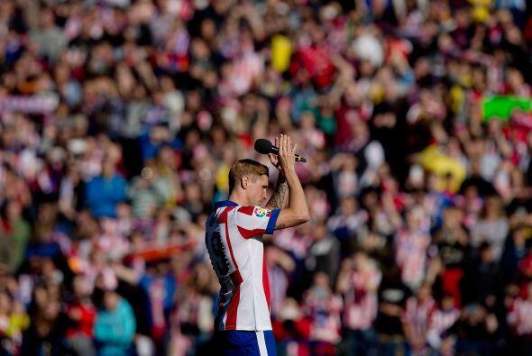 Torres se dirigió hacia el centro del campo para agradecer todo el cariñ...