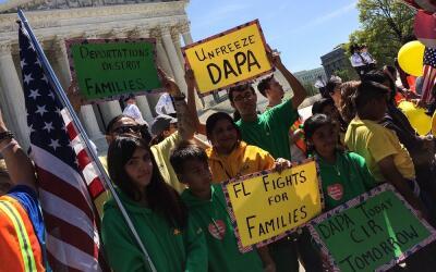 Activistas a favor de la Acción Ejecutiva de inmigración d...