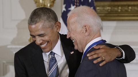 Barack Obama sorprendió a Joe Biden al entregarle la máxim...