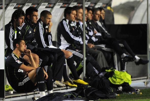 Incluso, Ronaldo dejó el campo y junto a otras figuras 'merengues...