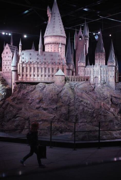 El castillo de Hogwarts, en sí, luce bastante tenebroso, con su arquitec...