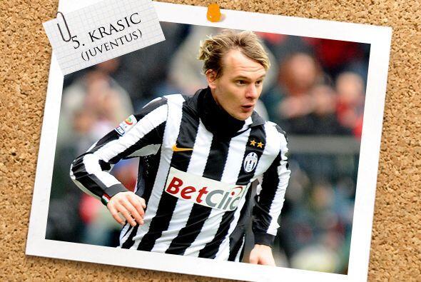 Ya en el medio campo, el serbio Milos Krasic está en gran momento con la...
