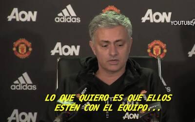 A lo 'Tuca', Mourinho contestó teléfono de reportero en plena conferencia