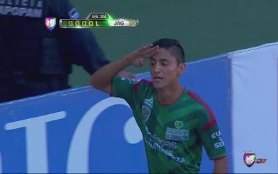 Julio Nava marcó el primer gol de Jaguares