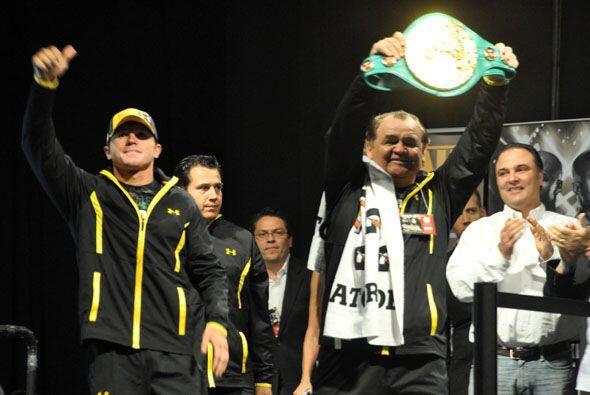 Así lelgó el turno de 'Canelo' Alvarez, quien subió ovacionado por mexic...