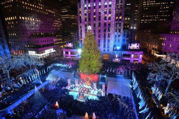 El primer árbol navideño se colocó en 1933 por lo q...