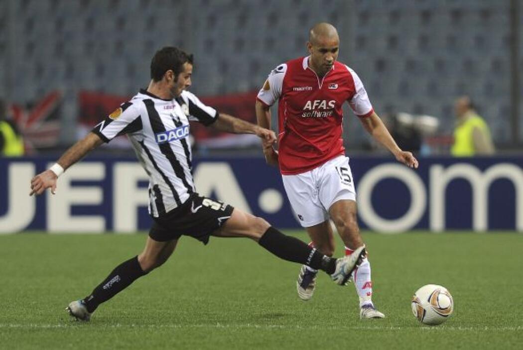 Mientras tanto, el AZ Alkmaar manejaba su partido para no dejar que Udin...