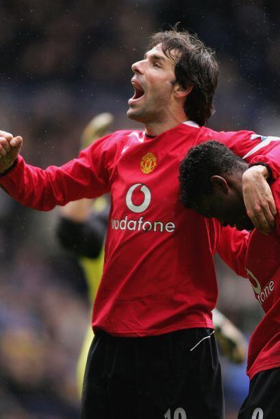 En 2001 llegó hasta semifinales con el Manchester United, al siguiente a...