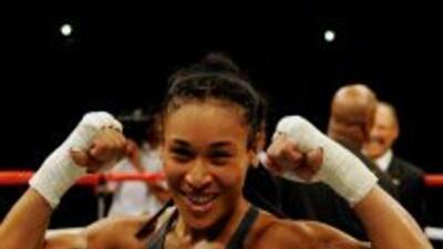 La tica Hanna Gabriel retuvo su título superwelter de la OMB al derrotar...