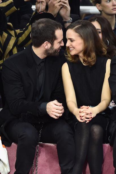 Miren lo enamorados que lucen, se nota que a Portman le está yend...