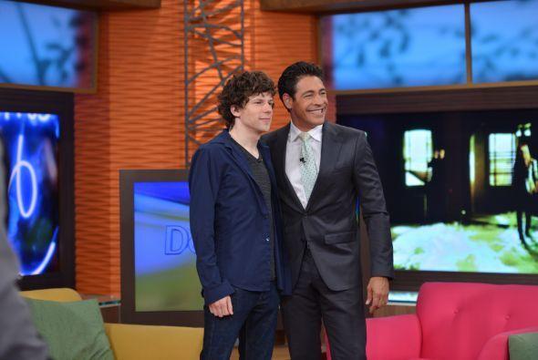 Antes de comezar con la entrevista Johnny aprovechó para tomarse con él...