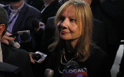 Mary Barra, CEO de General Motors declara a los medios después de...