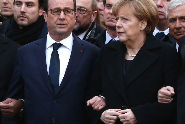 Aquí, el presidente con la canciller alemana Angela Merkel.