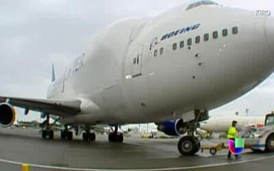 ¿Cómo despegó el enorme avión que aterrizó en un pequeño aeropuerto de K...