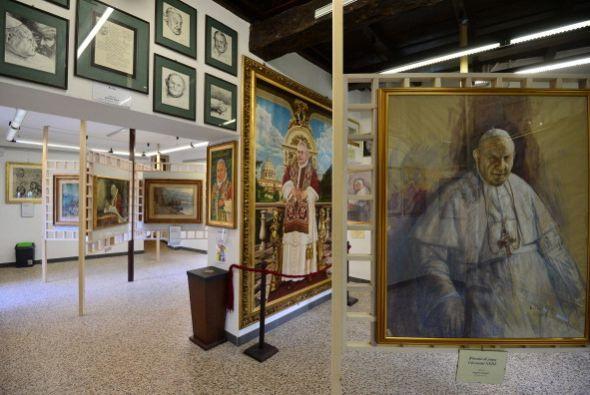 El medio destaca que la Santa Sede dispone del Servicio Fotográfico l'Os...