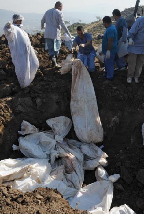 Aparte de los 22 cuerpos desconocidos se transportaron  ocho fetos que,...
