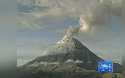 El volcán Popocatépetl sigue lanzando nubes de ceniza y vapor de agua
