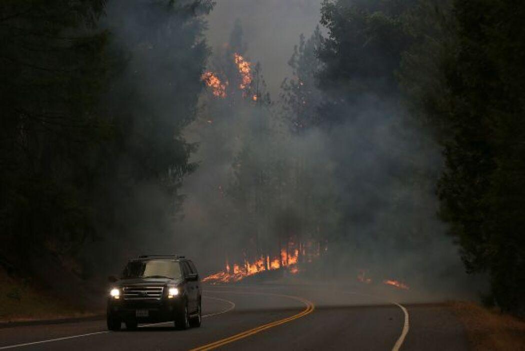 La portavoz de Yosemite, Kari Cobb, informó además que hay varias vías d...