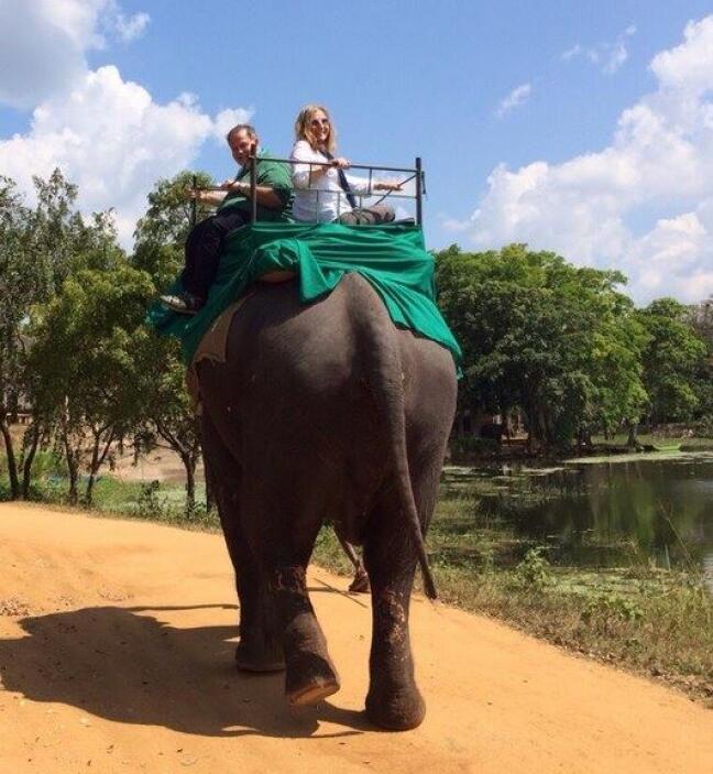 Así comenzó el viaje sobre un elefante.