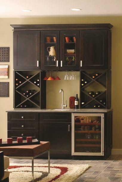 Para la cocina o el salón, un 'rack' que te permita ordenar copas, vinos...