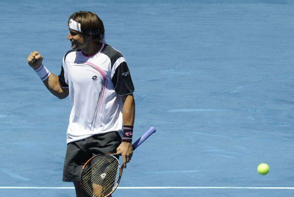 El español David Ferrer, quinto favorito, también super&oa...