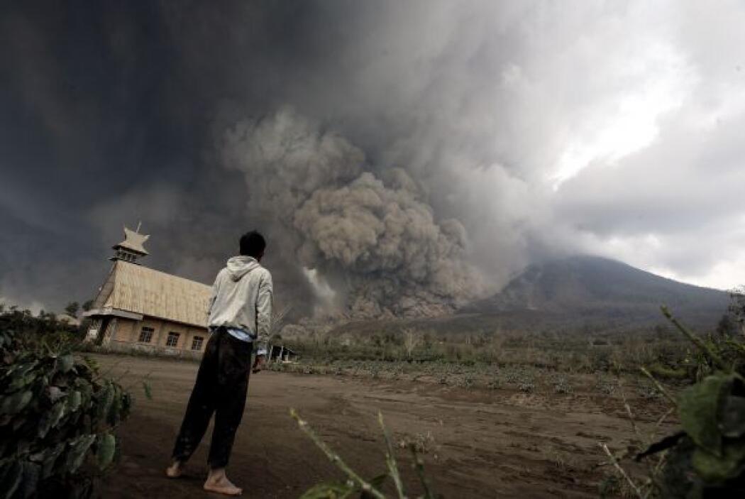 El volcán Sinabung entró en erupción en agosto de 2010 por primera vez e...