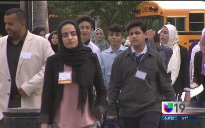 Comunidad musulmana de California llega al Capitolio para pedir por sus...