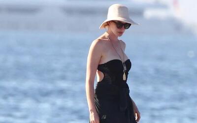 Anne Hathaway y sus vacaciones por Ibiza