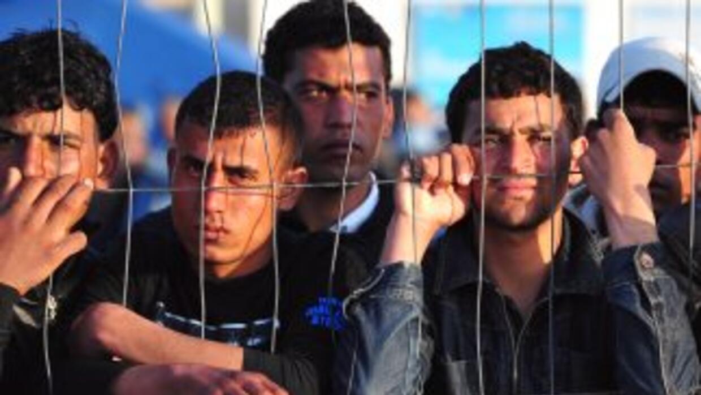 Cientos de inmigrantes procedentes de Túnez, Libia y Egipto están huyend...