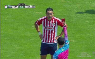 Michel Vázquez comete dura falta sobre Dante López y se gana la tarjeta...