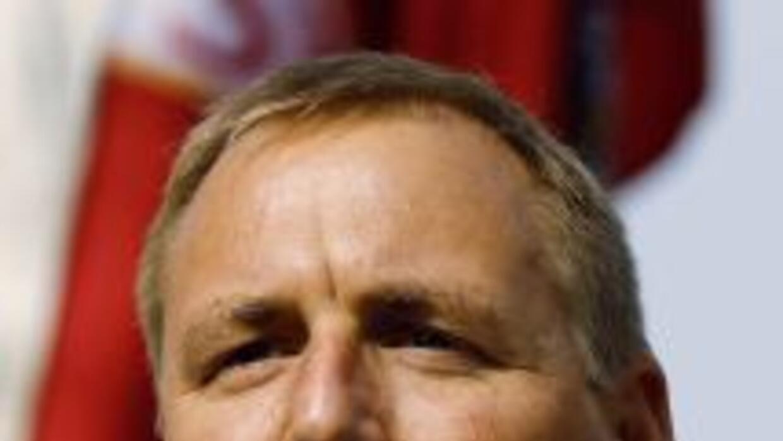 El congresista republicano de California, Jeff Denham, anunció en el pro...