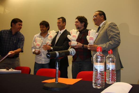 La presentación del libro estuvo a cargo de Marcial Fernández, editor de...