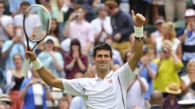 Djokovic se impuso con facilidad para avanzar a la segunda ronda en Wimb...