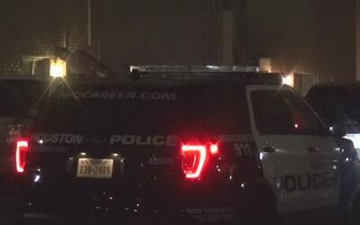 Policía busca a hombres que hirieron a un sujeto al suroeste de Houston
