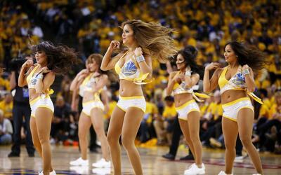 Las hermosas animadoras de los equipos de Cleveland y Golden State har&a...