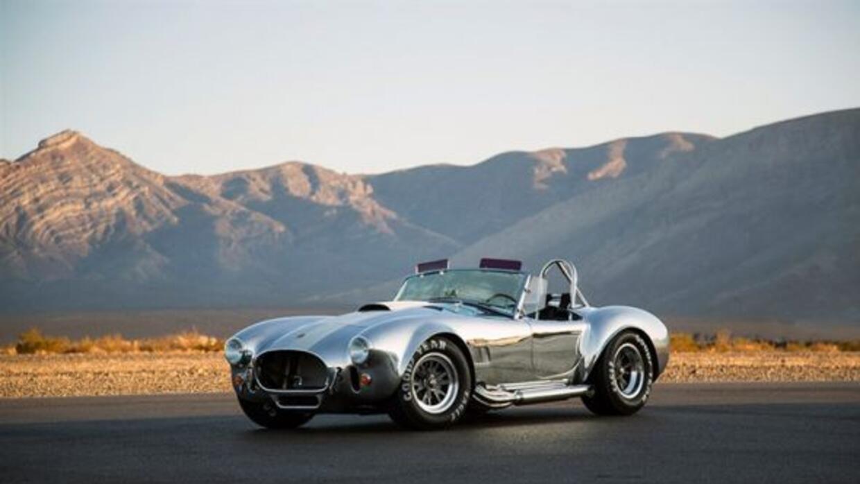La carrocería puede ser de aluminio o de fibra de vidrio.