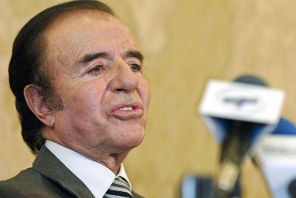 El ex presidente de Argentina Carlos Menem críticado por su relac...