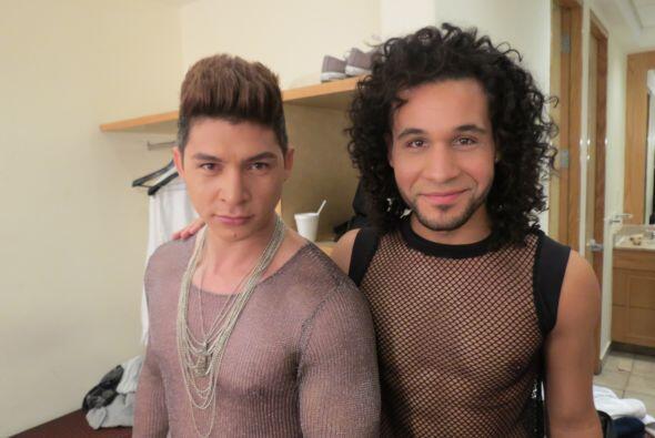 Danny y Frank Francisco, con un vestuario bastante... revelador.