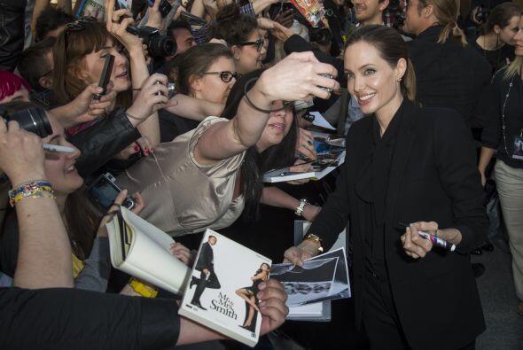 Angelina Jolie Mira aquí lo último en chismes.