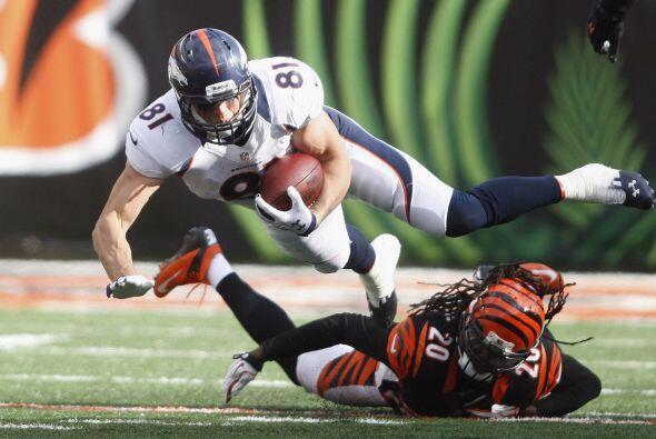 Manning lanzó un touchdown de 1 yarda al ala cerrada Joel Dreessen que p...