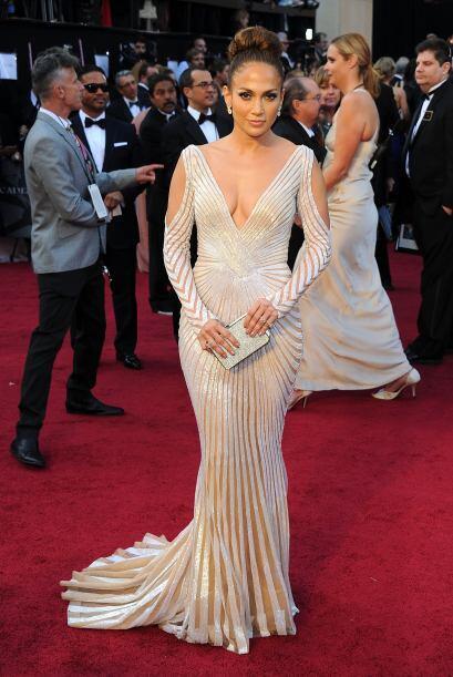 Jennifer Lopez en los Oscar brilló en un vestido Zuhair Murad con un esc...