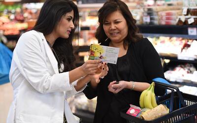 Los cupones de alimentos ayudan a miles de familias en todo Estados Unidos.
