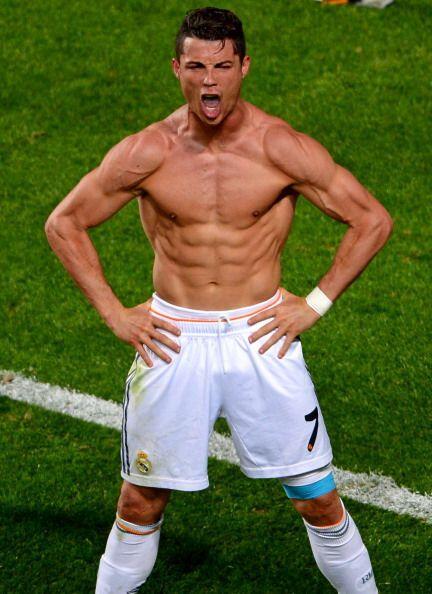 Cristiano lo celebró con arrogancia, quitándose la camisa y mostrando su...