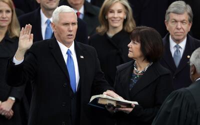 Mike Pence juramenta como nuevo vicepresidente de Estados Unidos